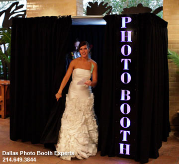 Dallas Photo Booth Experts offers fully enclosed De Luxe Photo Booth for rent in DFW area